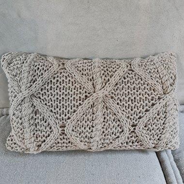 knitted kussen (vergrijsd taupe)
